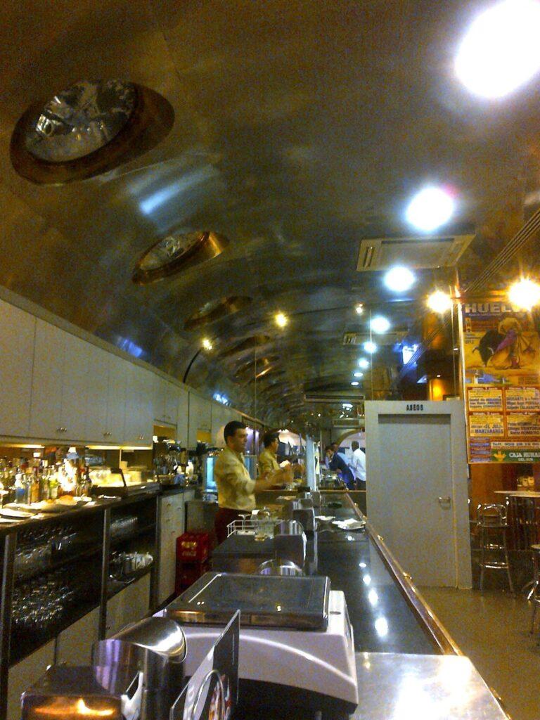 restaurante galaxia1 768x1024